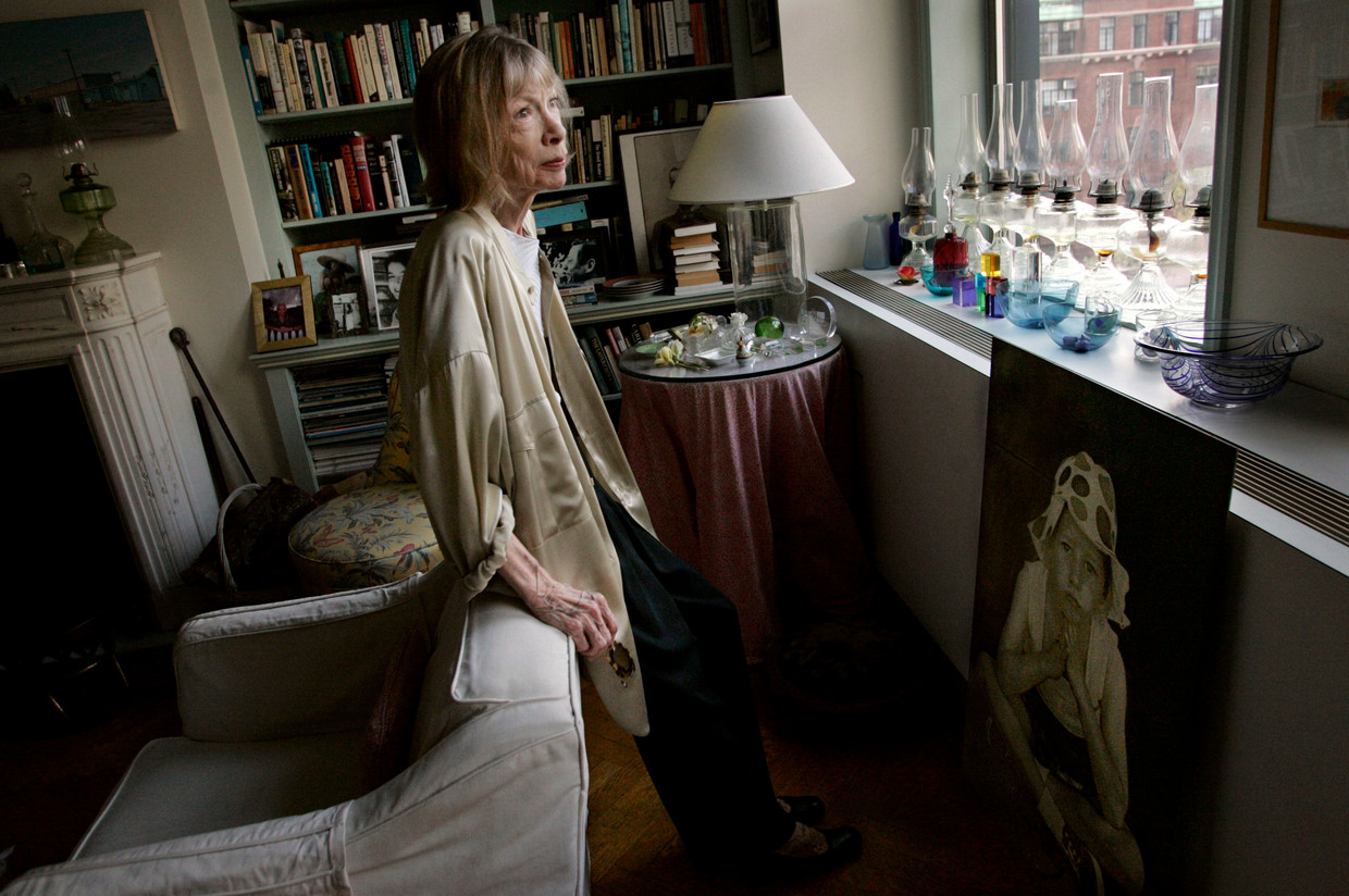 Joan Didion in her New York apartment. Beeld Star Tribune via Getty Images