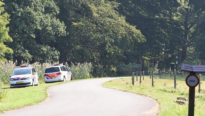 De politie doet kort na de overval onderzoek bij de woning.
