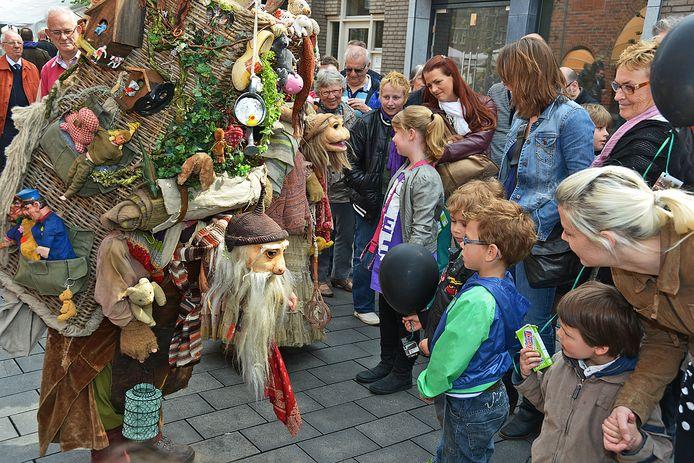 De vorige edities van het Straattheaterfestival trokken heel wat bekijks.