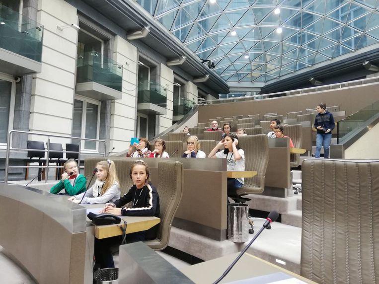 De zesdeklassers bezochten ook het Vlaams parlement.