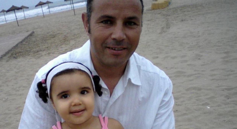 Deze foto van Ali Aarrass en zijn dochtertje dateert uit 2008.  Beeld ??
