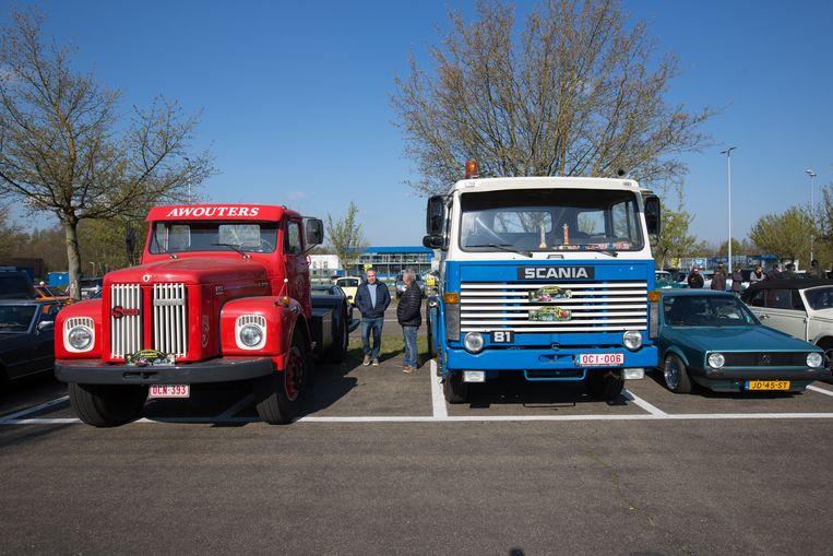 Ook vrachtwagens die ouder zijn dan 40 jaar reden mee in de karavaan.
