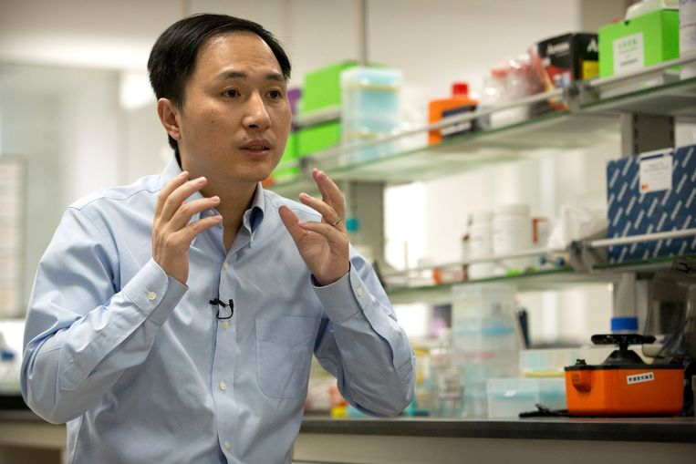 He Jiankui in zijn laboratorium in Shenzhen