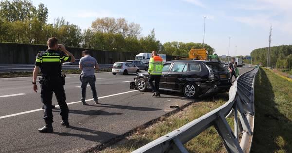 Geen gewonden maar wel veel schade bij ongeluk op A2 bij Boxtel.
