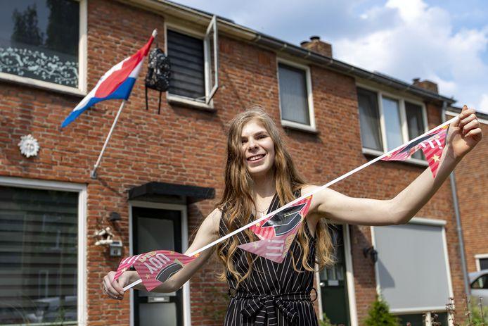 Tessa Prins, cum laude geslaagd aan C.T. Stork College, ondanks dat er twee maanden geleden bij haar een vorm van autisme is vastgesteld.