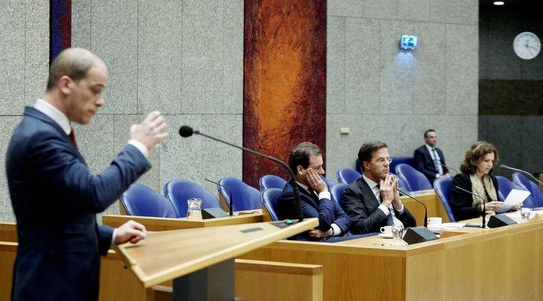 PvdA-leider Diederik Samsom (links), vicepremier Lodewijk Asscher, minister president Mark Rutte en minister Edith Schippers van Volksgezondheid tijdens het debat in Tweede Kamer. Beeld anp
