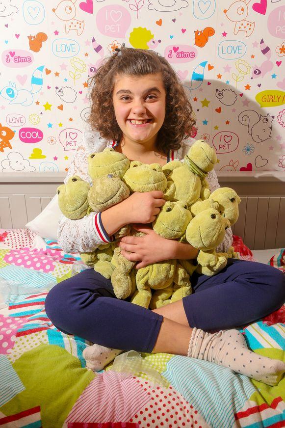 Lara's versleten 'Nellie' heeft er nu zeven vriendjes bij. Ze mogen voortaan allemaal bij haar in bed slapen.