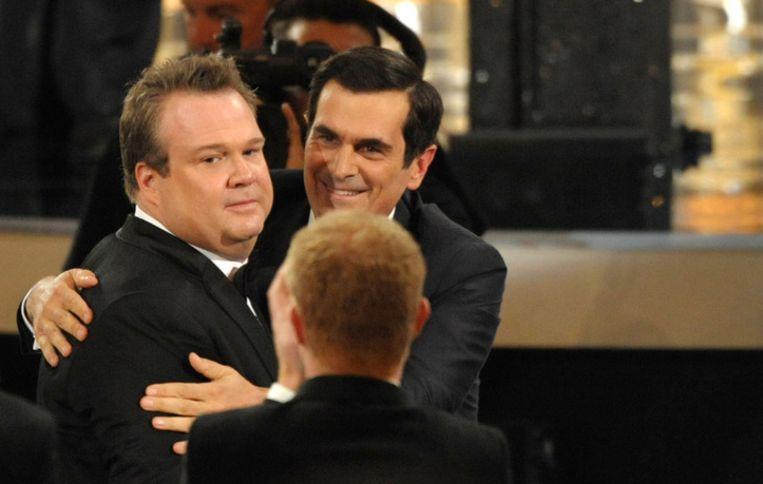 Eric Stonestreet (links) wordt belaagd door andere leden van de cast van 'Modern Family'. Beeld ap