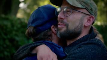 Staf neemt emotioneel afscheid van zijn broers