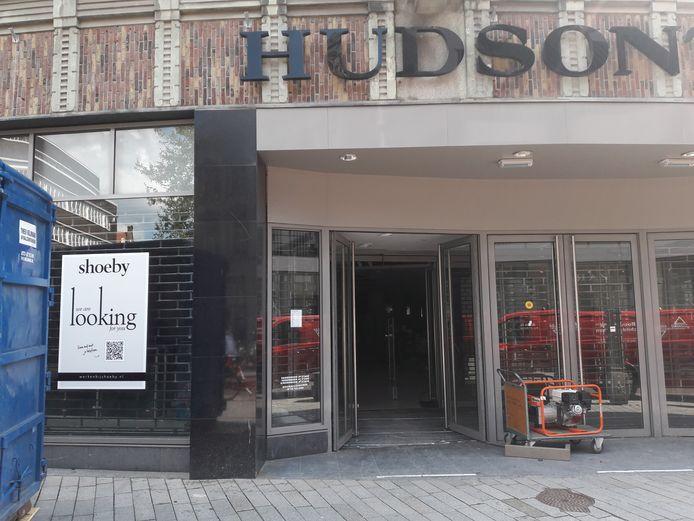 Shoeby gaat zich vestigen in het pand aan de Bossche Schapenmarkt waar Hudson's Bay eind vorig jaar de deuren voorgoed sloot.