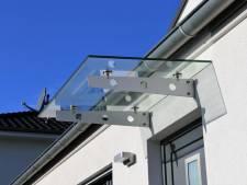 Zelf een afdakje boven je voordeur maken? Helemaal niet zo moeilijk