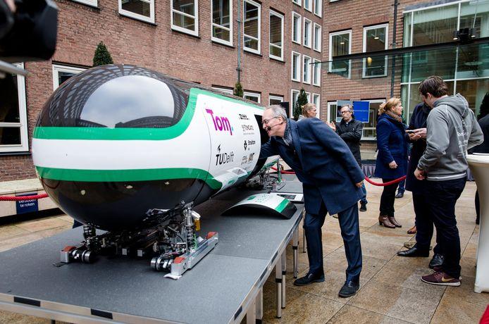 Team Delft Hyperloop trok eerder de aandacht van (toenmalig) minister Henk Kamp van economische zaken.