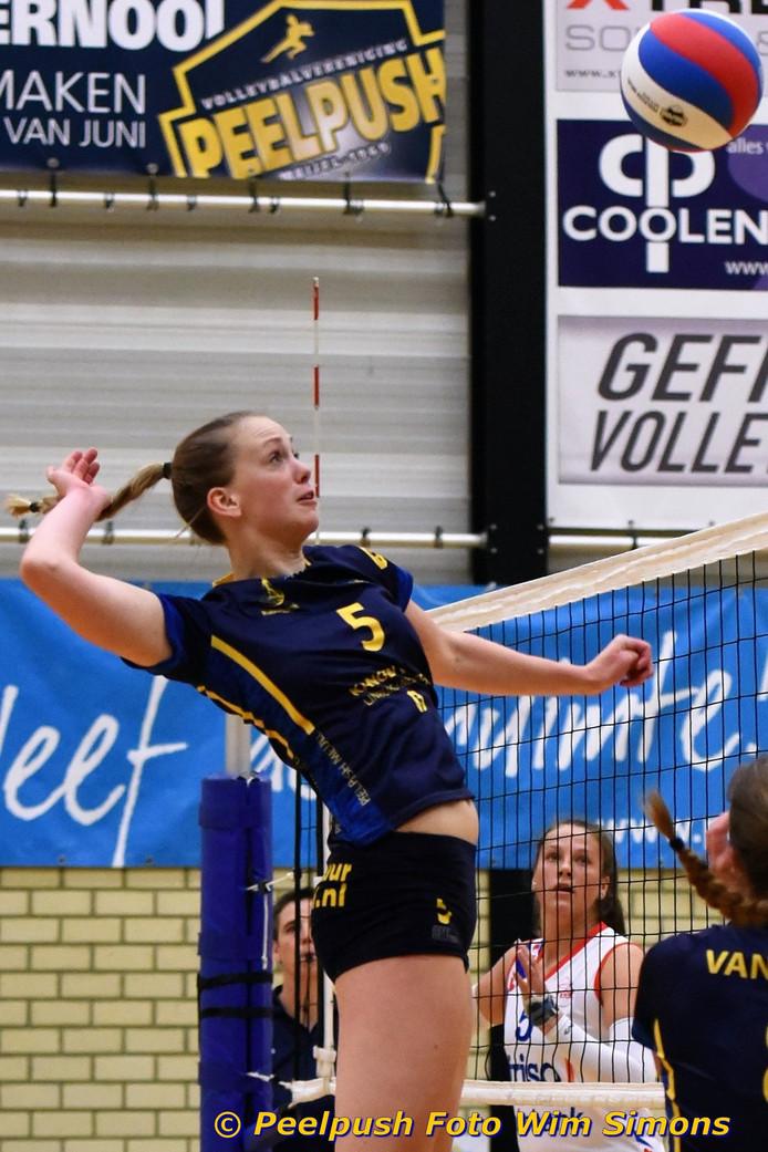 Manouk Hermans uit Best, volleybalster van Peelpush.