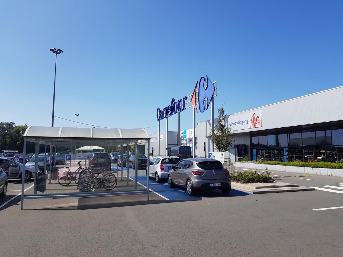 De Hypermarkt Carrefour in Oostakker.