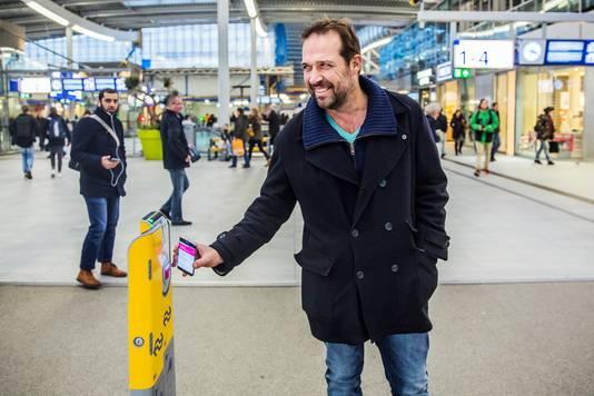AD-verslaggever Ton Voermans testte eerder het reizen via de mobiel. De proef bleek echter een mislukking.