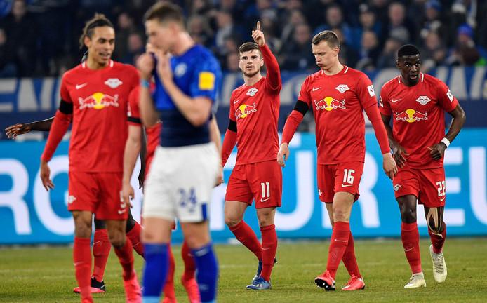Timo Werner viert zijn goal.
