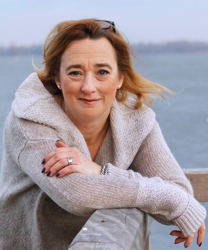 Pauline Joosten, fractievoorzitter Moerdijk Lokaal ...'aan collega-fractievoorzitters gevraagd wie allemaal mee willen ondertekenen'...