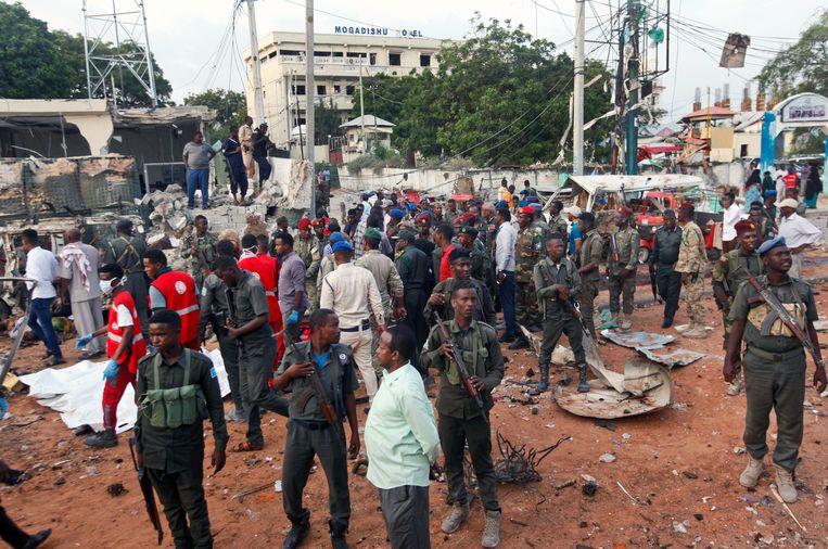 Drie bomauto's ontploften nabij het hotel.