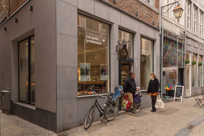 Le magasin du centre-ville est pourtant situé dans une rue très populaire empruntée.