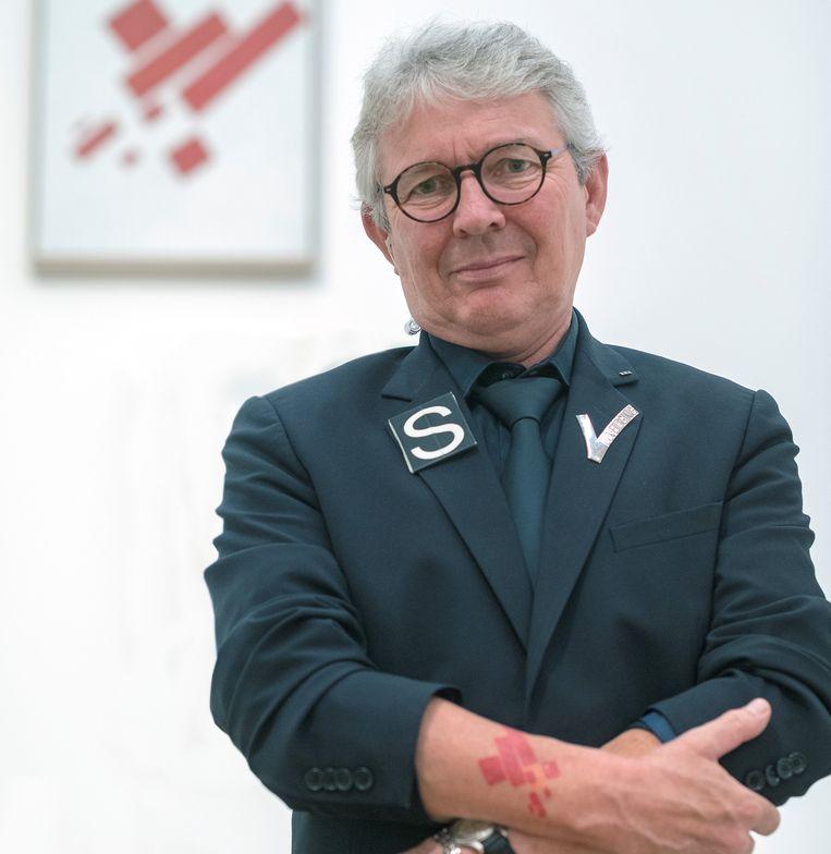 Leo Deen, beveiliger in het Stedelijk Museum. Beeld Rien Zilvold
