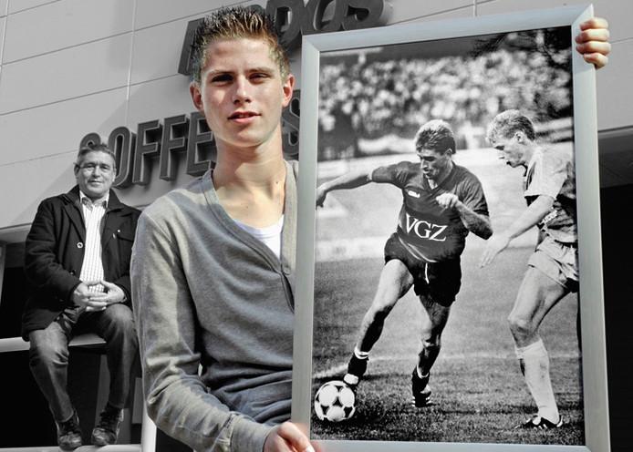 Dennis Janssen, met op de achtergrond en op de foto zijn vader en oud-NEC-speler Frans Janssen. Foto: Bert Beelen