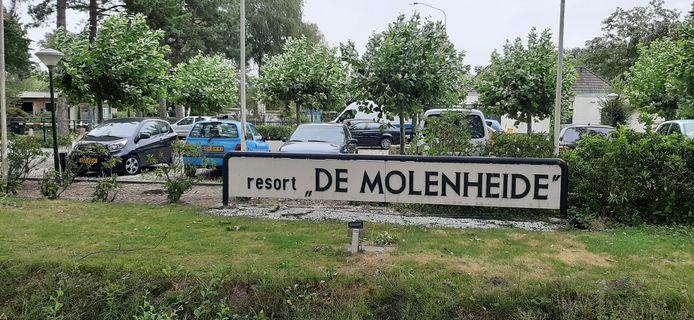 Het steekt de Vereniging van Eigenaren van resort De Molenheide in Schijndel dat de gemeente het recreatiepark jarenlang heeft laten 'zwemmen' en nu met een toekomstvisie op de proppen komt die permanente bewoning op termijn uitsluit.