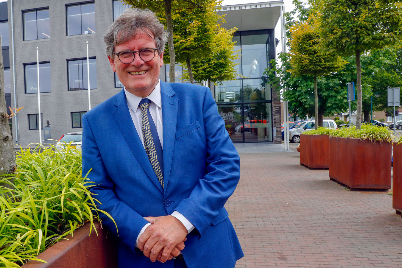Als landelijk ketenmarinier heeft Jur Verbeek de opdracht en de mogelijkheden om het probleem van de criminele asielzoekers aan te pakken.