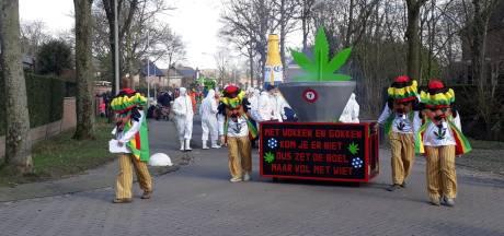 Tóch nog een optocht in Ewijk, met 10 wagens uit andere dorpen