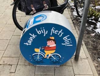 Gemeente voorziet gratis pompen en reparatiezuil voor fietsers