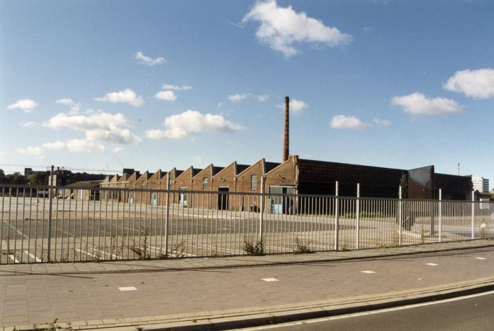 De bandenfabriek aan de Truus van Lierlaan.