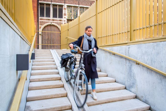 Er is ook een fietsenstalling voorzien onder het Leonie Glassplein.