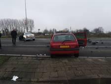 Bestuurder vlucht na aanrijding tussen drie personenauto's in Gouda