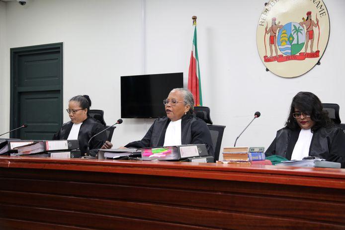 De Krijgsraad in Paramaribo veroordeelde Desi Bouterse tot twintig jaar celstraf voor zijn aandeel in de Decembermoorden in 1982.
