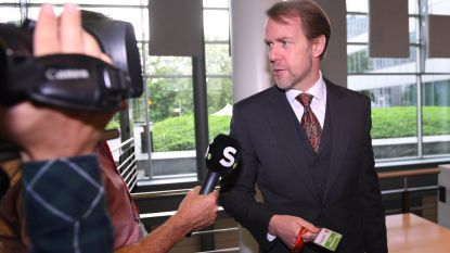 """LIVE. Bondsprocureur Wagner imiteert accenten en haalt uit naar """"schandelijke"""" Timmermans"""
