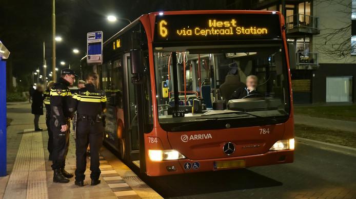 De chauffeur van buslijn 6 werd vrijdagavond 18 maart overvallen toen hij op de Dirigentlaan in Tilburg Noord reed.