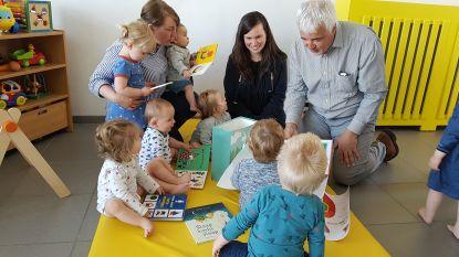 Kinderdagverblijven en onthaalmoeders verrast met boekenpakket voor kinderen