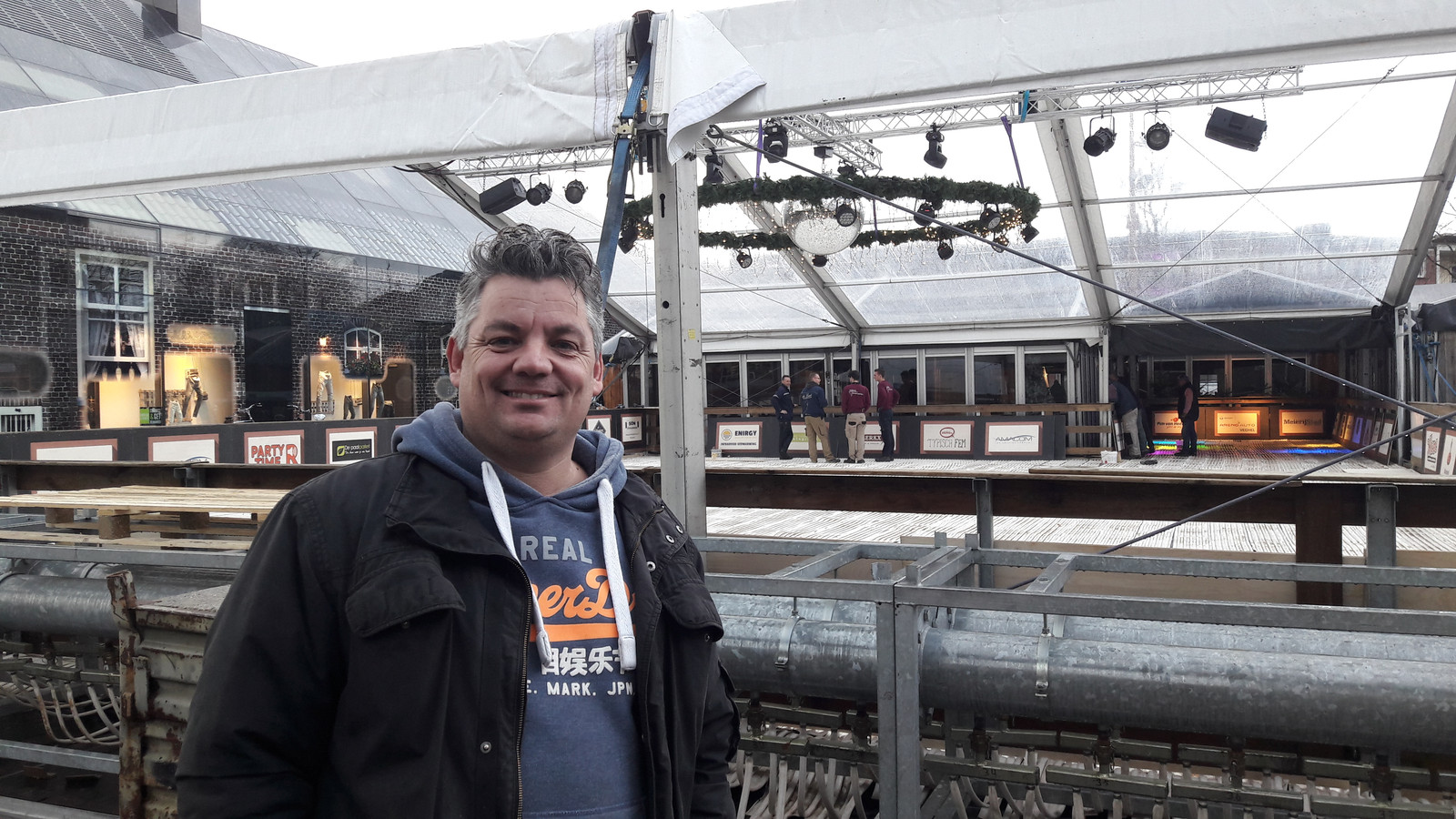 Voorzitter Robert van den Brand voor het Winterpark Schijndel in opbouw van vorig jaar.
