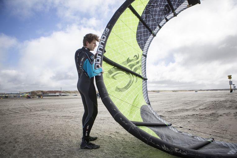 Kitesurfer Tim Hehenkamp Beeld Julius Schrank