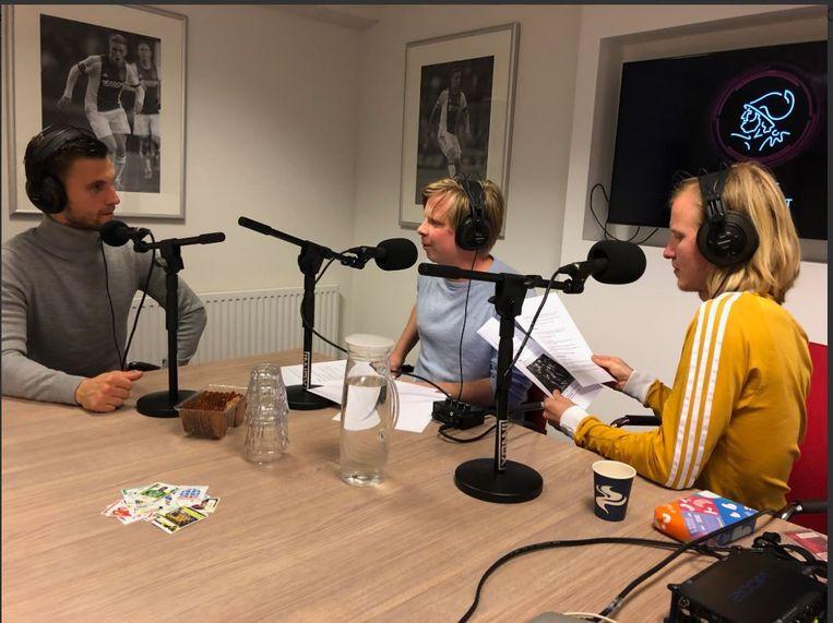 Joël Veltman (links) in gesprek met Anne de Jong en Diederik van Zessen. Beeld Twitter