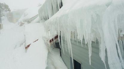 Canadese politie bevrijdt man die de hele winter thuis vastzat door sneeuw