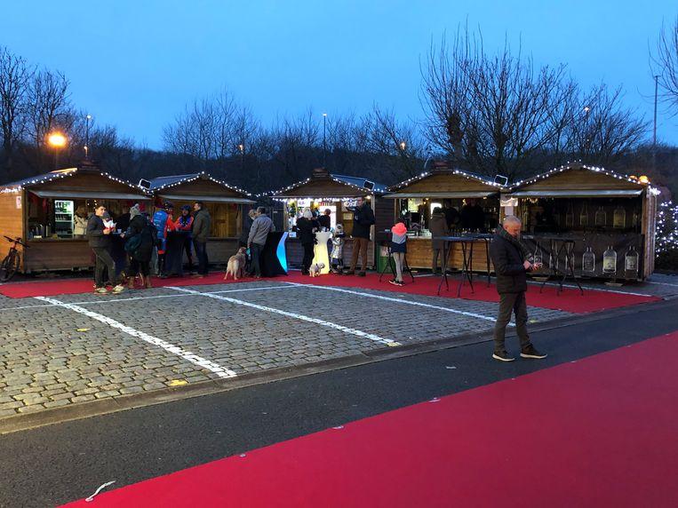 Op vrijdagavond waren er enkele bezoekers op de kerstmarkt in Bredene