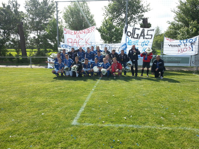 De kampioenen van VV Serooskerke 1.