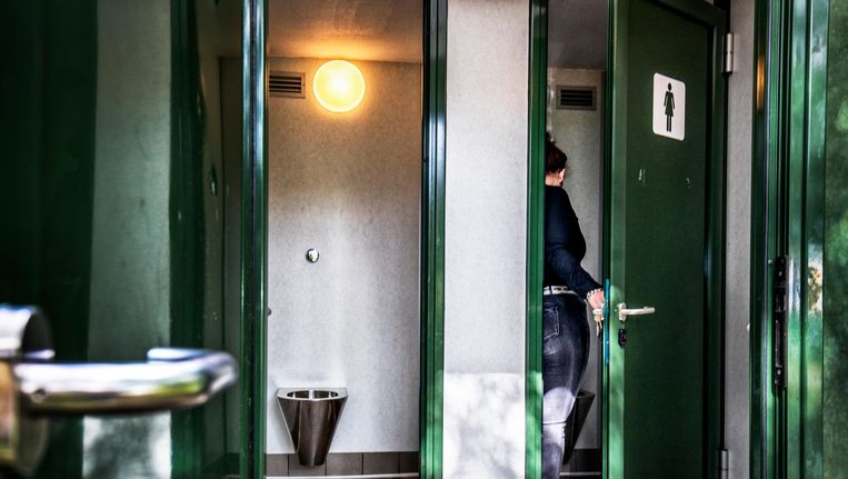 Openbaar toilet in Haarlem. Beeld Raymond Rutting / de Volkskrant