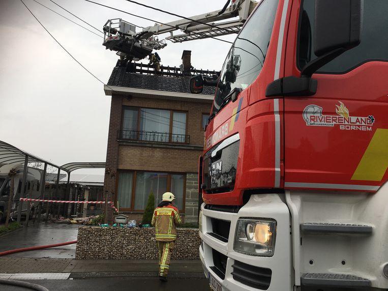 De brandweer kreeg het vuur snel onder controle maar de schade was groot.