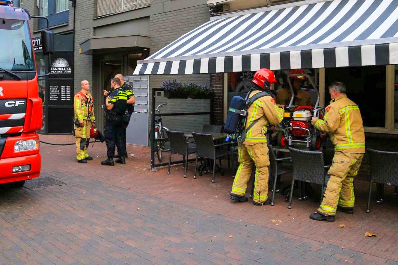 De brandweer kon met behulp van een zaag het gebouw betreden