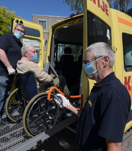 Seniorenbusdienst Klaartje in Culemborg rijdt weer: één passagier per rit naar dokter of fysio