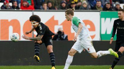 LIVE. Witsel en Hazard hebben flink wat werk op de plank liggen: Dortmund 0-2 achter tegen Augsburg