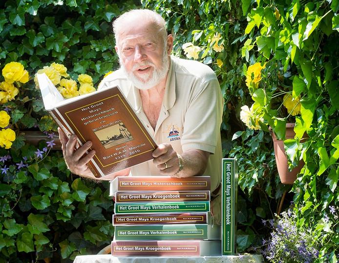 Bart Mureau uit Made met zijn nieuwe boek.