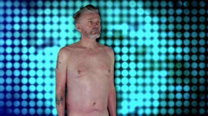 """Marcel Vanthilt gaat volledig bloot in 'Op Naar De 100!' en wordt gekeurd door de locals: """"Best oké voor een hetero"""""""