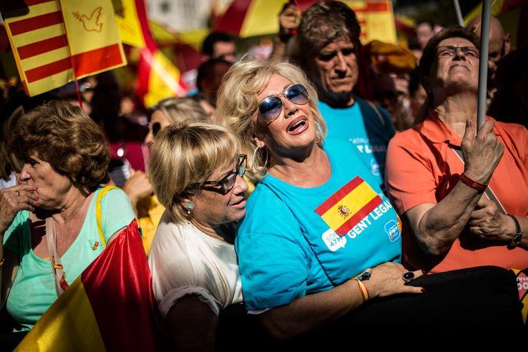 30 duizend mensen demonstreerden zondag in Barcelona tegen het referendum. Beeld getty
